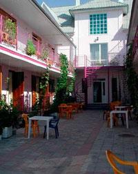 В частном секторе Анапы множество гостевых домов.